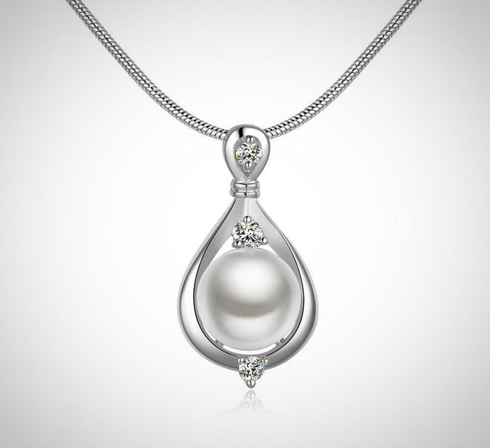 Pearl Necklace in 18K White Gold Plated