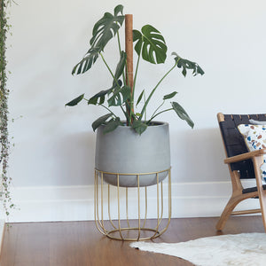Zoe series - Large pot planter with steel legs - CONCRETE