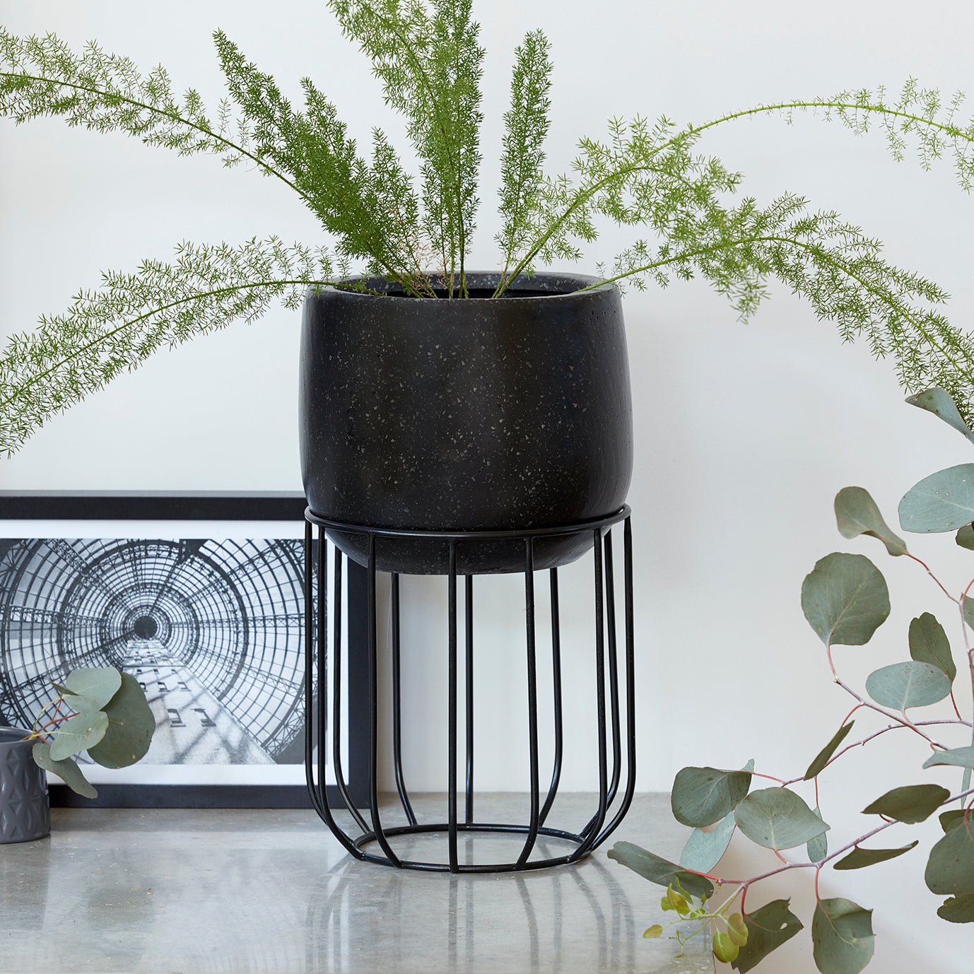 Zoe series - Small pot planter with steel legs - BLACK TERRAZZO