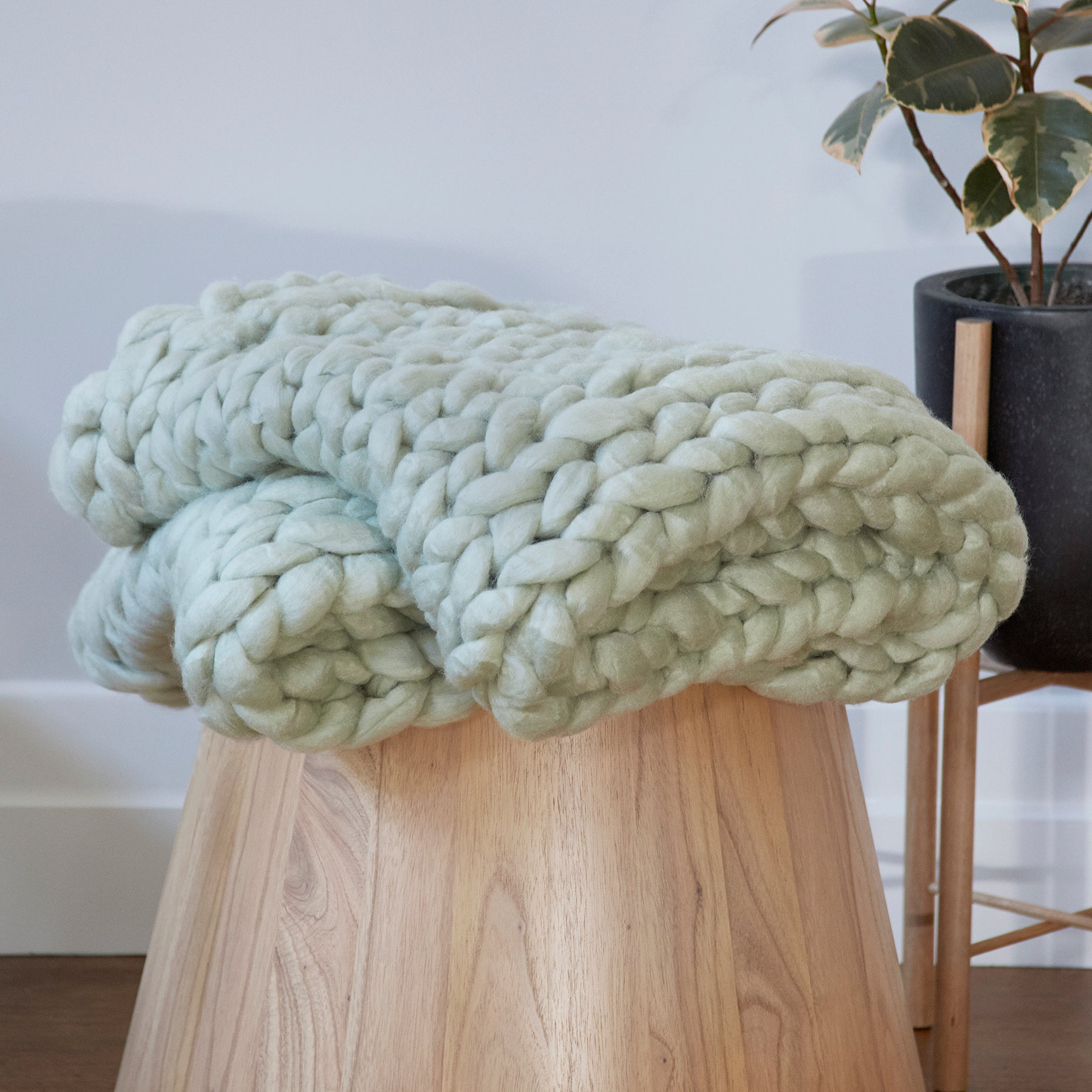 Chunky Wool Bed Runner - GREEN