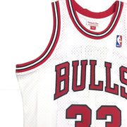 Mitchell & Ness Chicago Bulls Scottie Pippen Swingman Jersey White Upper Right