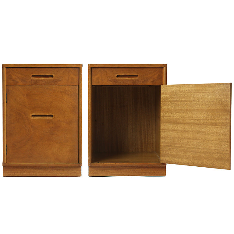 A pair of early nightstands by Edward Wormley for Dunbar - Tables - Edward Wormley WYETH