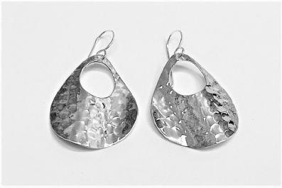 WAVEY HAMMERED DROP EARRINGS