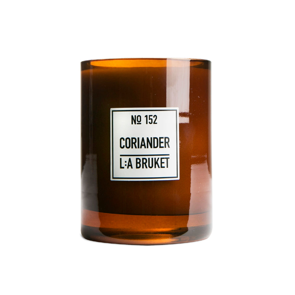 The therapeutic properties of Aetheroleum coriandri is traditionally known to give emotional relief, strengthen the thought process and chase away anxiety. The scent of coriander and mint leaves has a mind warming effect that will entice spiritual and emotional inspiration to linger for long. Burns +45 hours.
