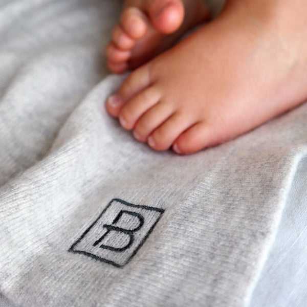 Our baby blanket will keep your little one snug and warm for years. Made from gorgeously soft cashmere. A perfect gift for babyshower or a newborn gift. Hong Kong Stockholm Sweden