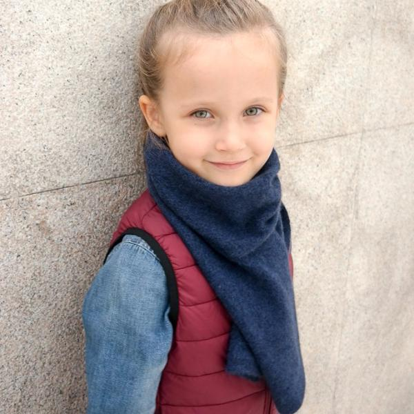 This premium unisex cashmere kid scarf will keep your youngsters warm and cozy for years. It's lightweight and perfect for a cold day. Hong Kong