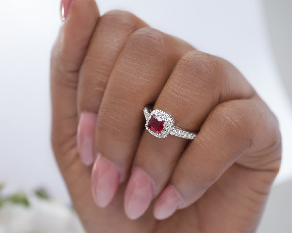 GARNET, THE JANUARY BIRTHSTONE!