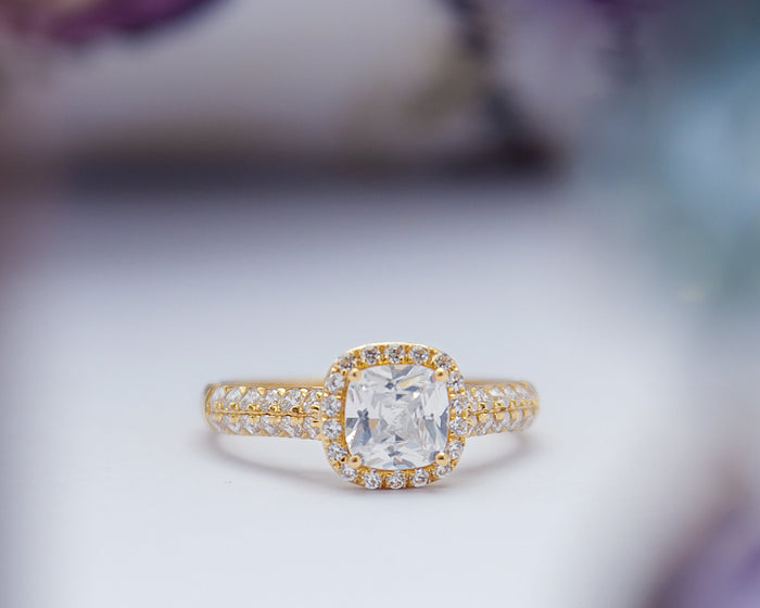 Tayo 18Karat Yellow Gold Engagement Ring