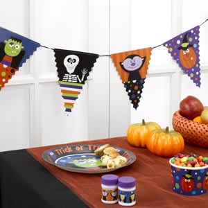 Or Treat Flag Bunting 2.5M Halloween / Spooky Party Supplies