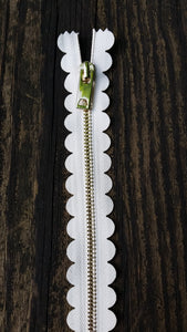 "10"" Cream Scallop Zipper"