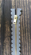 "10"" Gray Scallop Zipper"