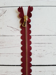 "10"" Burgundy Scallop Zipper"