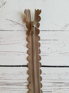 "10"" Taupe Scallop Zipper"
