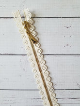 "14"" Cream Scalloped Lace Zipper"