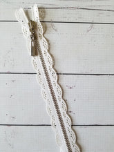 "14"" White Scalloped Lace Zipper"