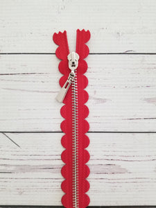 "10"" Red Scallop Zipper"