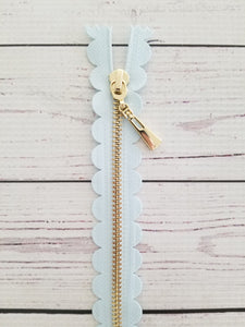 "10"" Pale Blue Scallop Zipper"