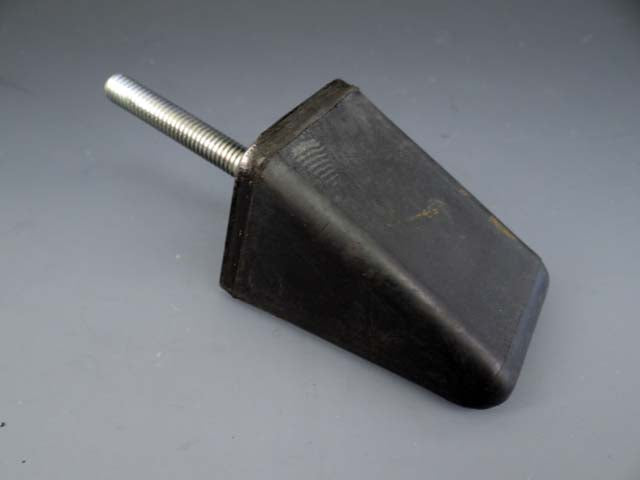 SUSPENSION BUFFER STOP - Triangle (10/55'-9/61' - 2 req) M121