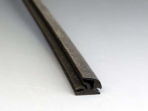 VENT WINDOW RUBBER (VERTICAL PIECE) M126
