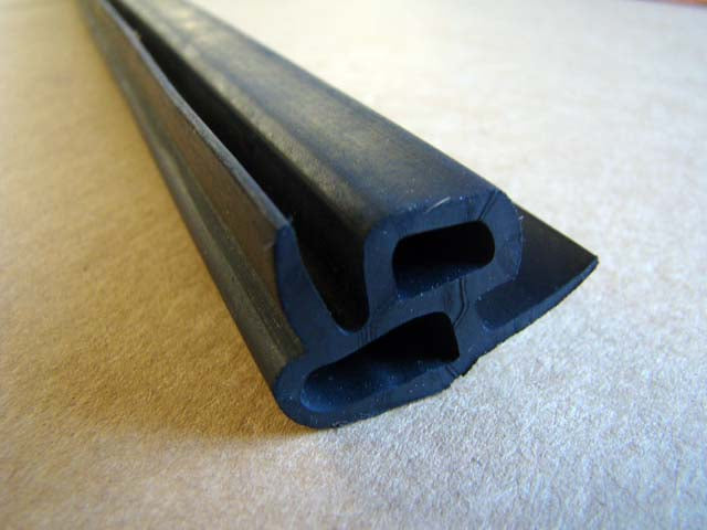 DOOR SEAL on body (64'-65') - M16A