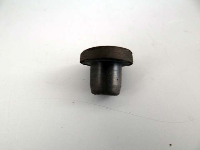 WINDSHIELD TORSION ROD HOLE PLUG M172