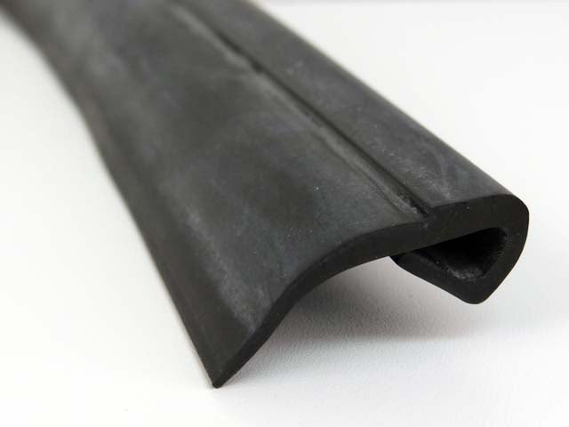 PROFILE RUBBER TOP OF STEP PLATE/THRESHOLD - M1