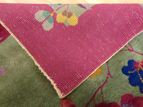 Weave of hand knotted rug