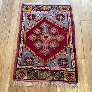 Turkish Rug, 1' 8 x 2' 6 Red Yastik