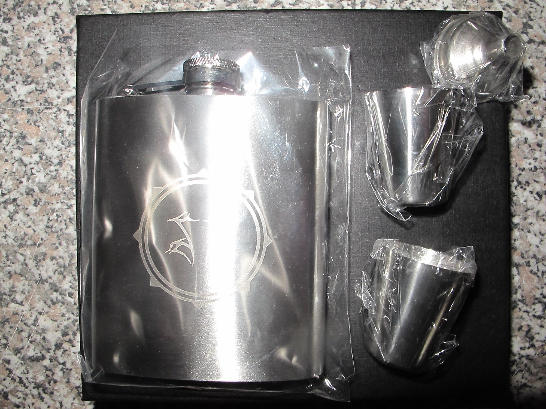 Shining - SG flask set with shot glasses