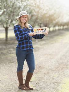 Meet the Maker:  Claire Tauzer of Sola Bee Farms