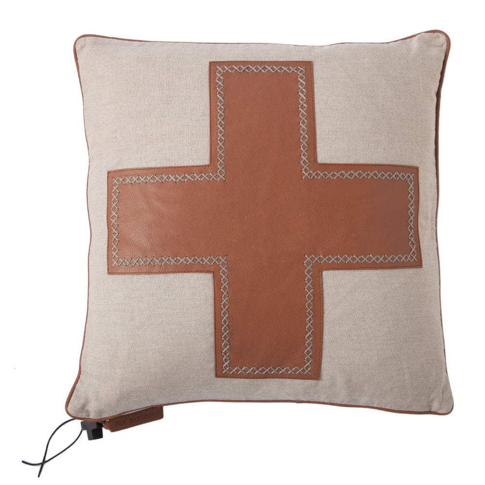 Cruz Pillow, Saddle