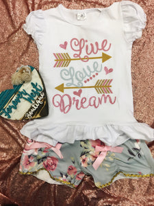 Live, Love, Dream Outfit