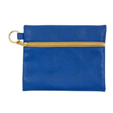 Front view of Navy Lizard Kansas Pouch