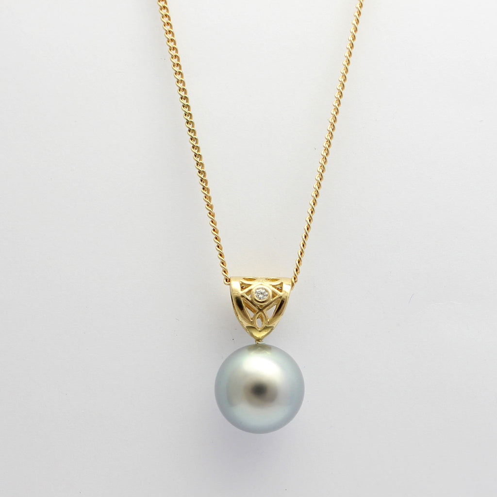 9ct yellow gold 'Moroccan' Pendant, Tahitian Pearl and diamond