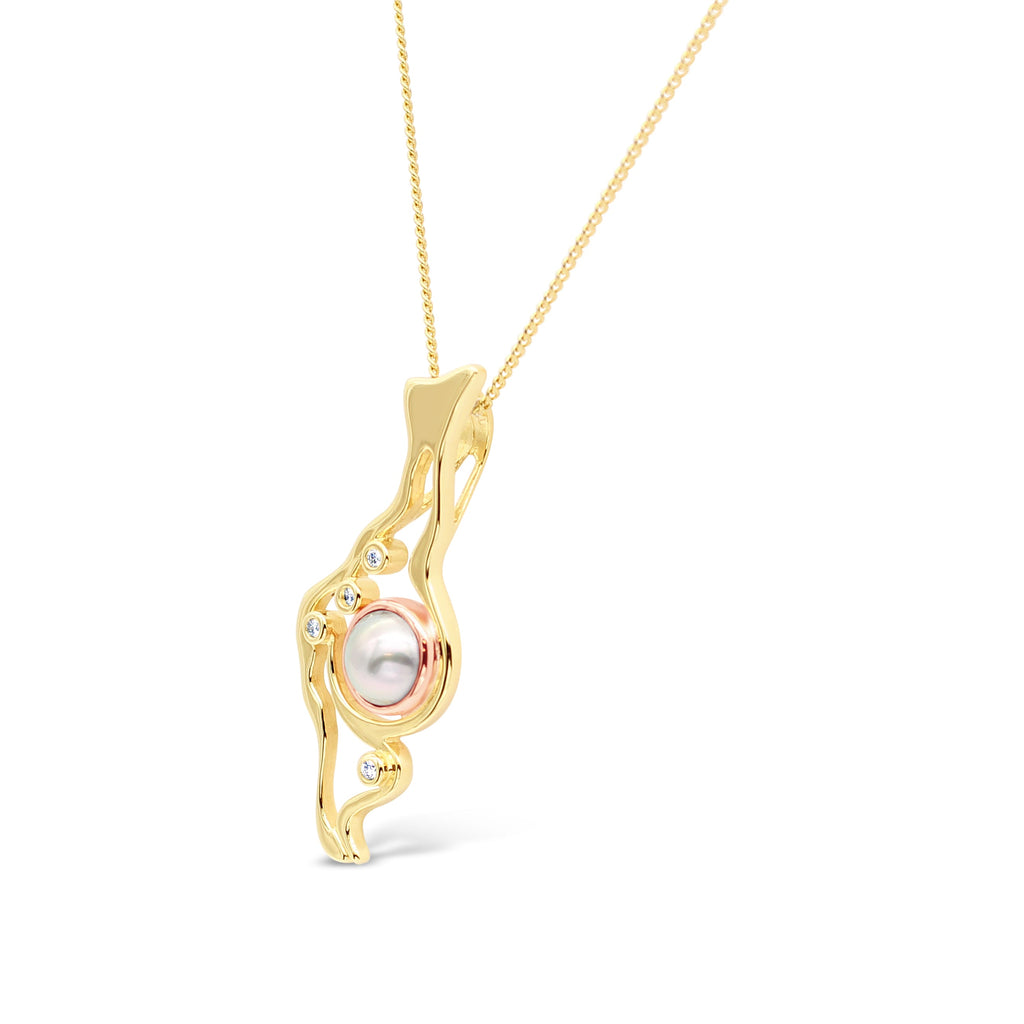 Island Bound Lagoon Gold Pendant with Diamonds and Abrolhos Pearl