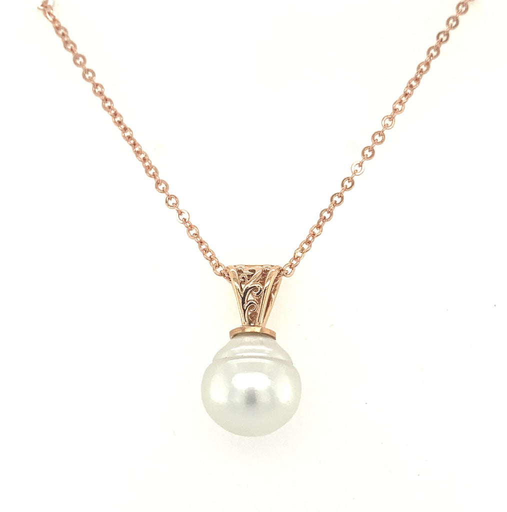 Yellow Gold Filigree Pendant with White South Sea Pearl