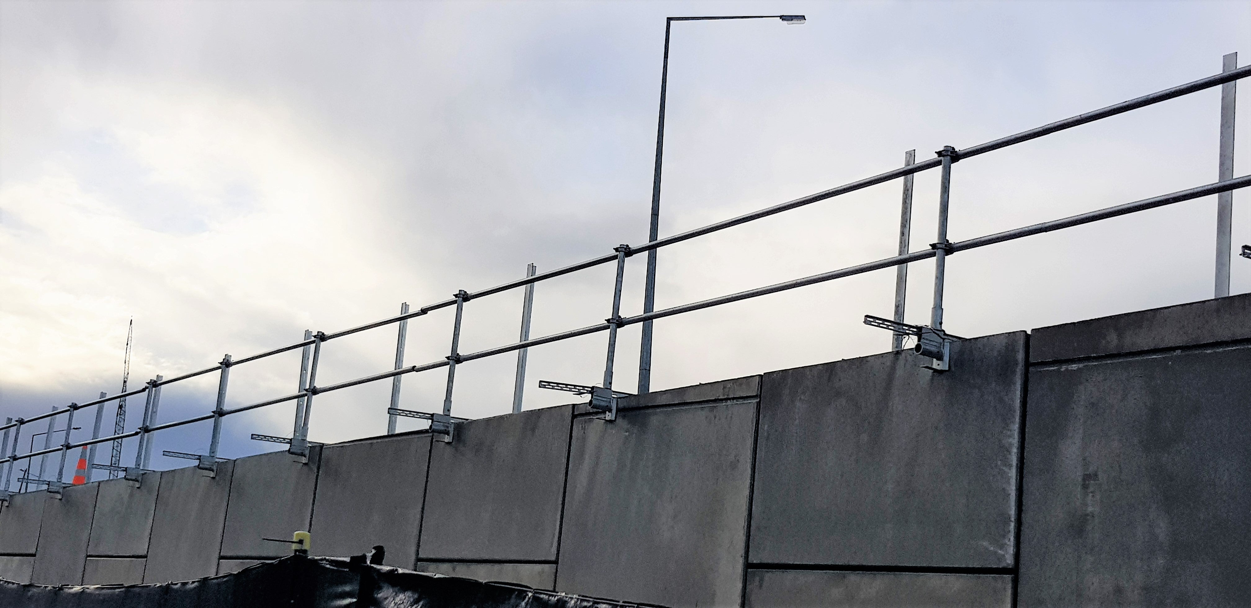 Edge Protection system for retaining walls
