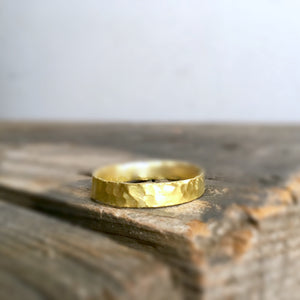 HANDCARVED GOLD UNISEX BAND