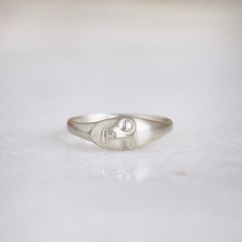 Medium Gray Lady Cameo Ring