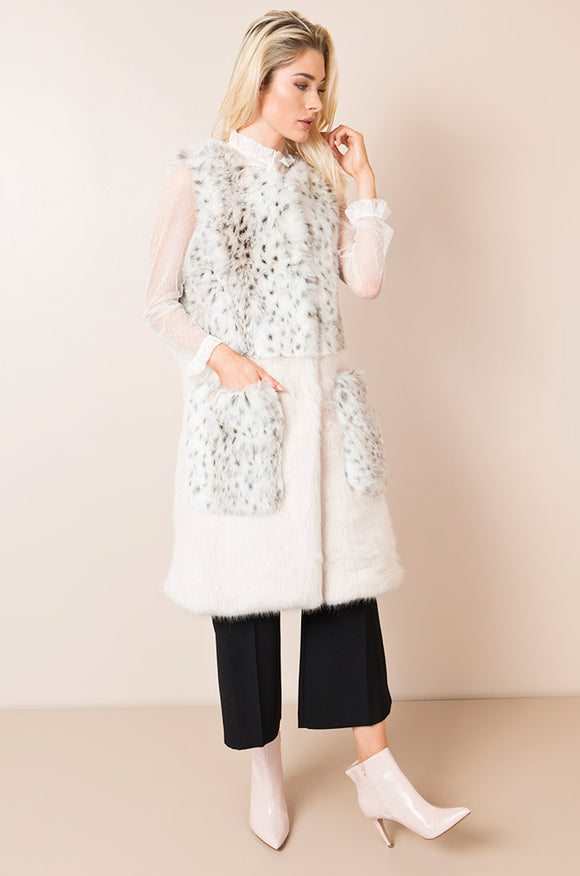 Alaska Gilet Snow Wolf By Pia Rossini