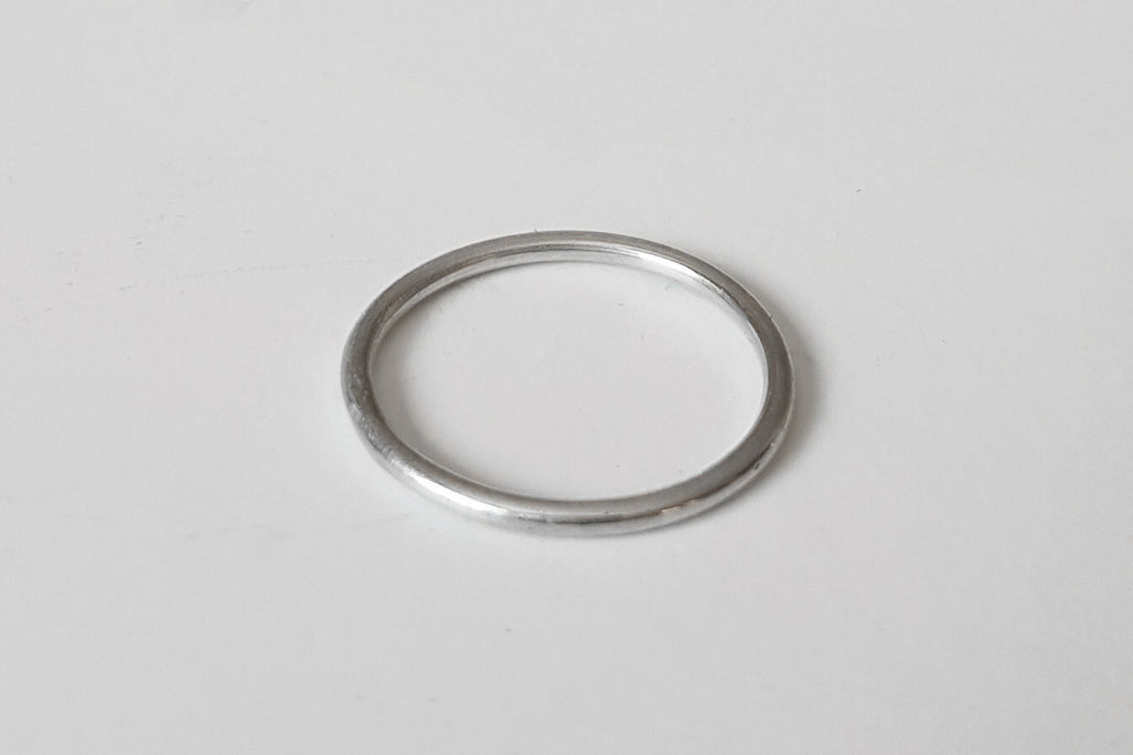 Thin band stacking ring