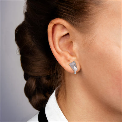 Cyllene | Ohrringe, Ohrstecker an einem Model - Nahaufnahme - 950/- Platin, Diamanten-Brillanten | ear-studs, earrings worn by a model - close  up - 950/- platinum, diamonds | SYNO-Schmuck.com