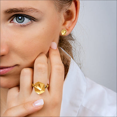 Tectone | Ring - 750 Gelbgold am Model | ring - 18kt yellow gold | SYNO-Schmuck.com