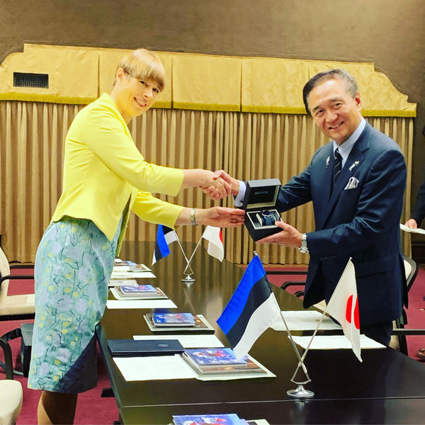 PRESIDENT KALJULAID GIVES AEGAON WATCH TO THE GOVERNOR OF KANAGAWA IN YOKOHAMA