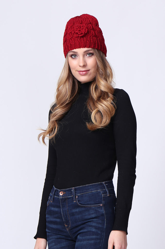 SMC0083-RED FLOWER APPLIQUE CABLE KNIT HAT