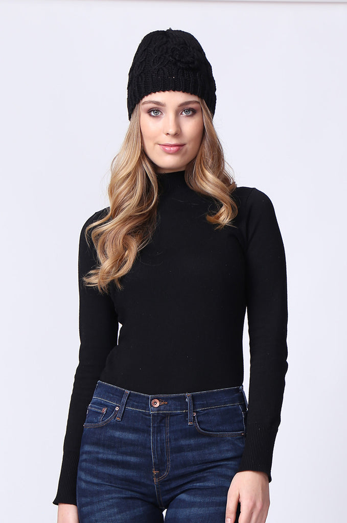 SMC0083-BLACK FLOWER APPLIQUE CABLE KNIT HAT