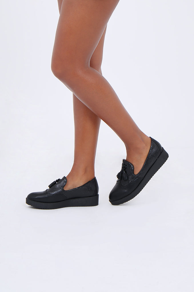 SW1843-BLACK PLATFORM TASSLE SNAKESKIN BROGUE LOAFERS view main view