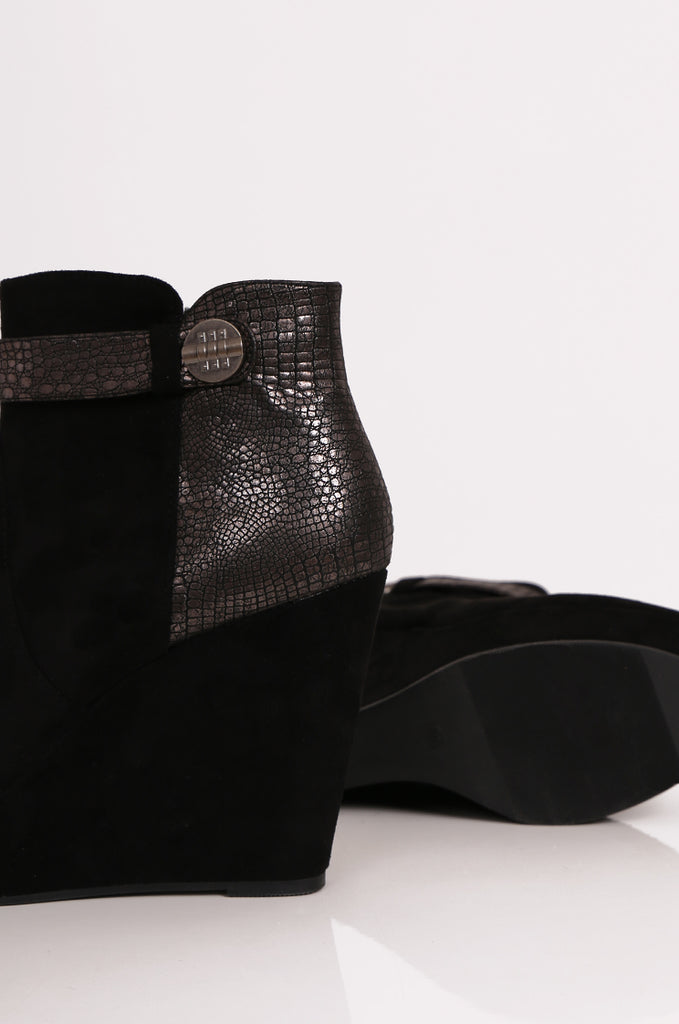 SEW2184-BLACK METALLIC SNAKE DETAIL WEDGE BOOTS view 4