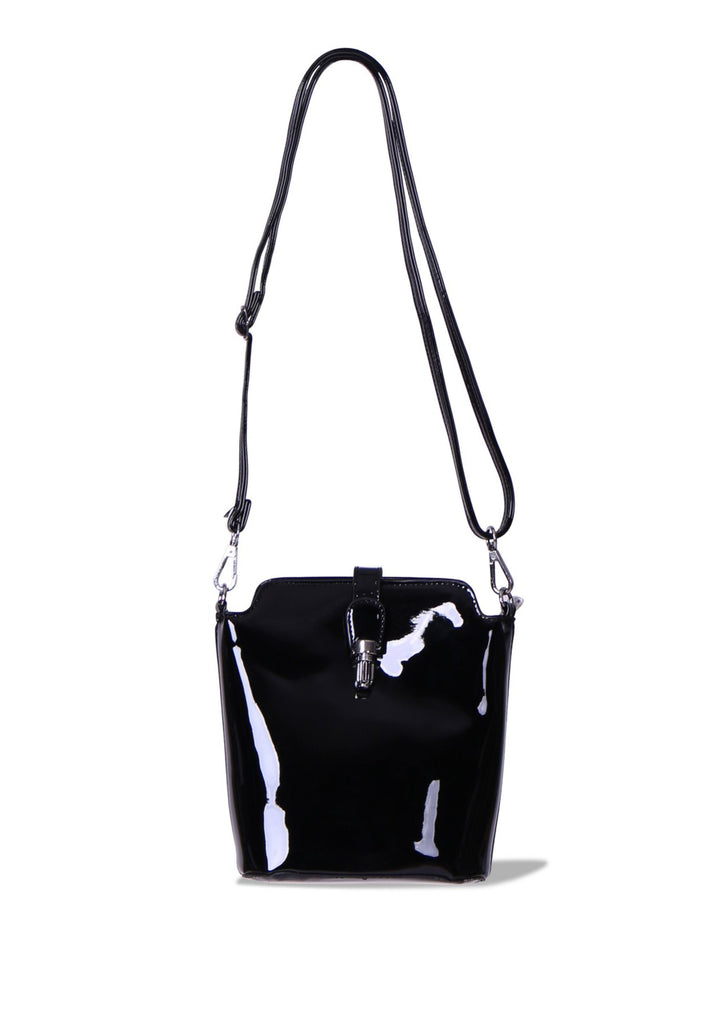 SMB0409-BLACK PATENT CROSSBODY BUCKET BAG