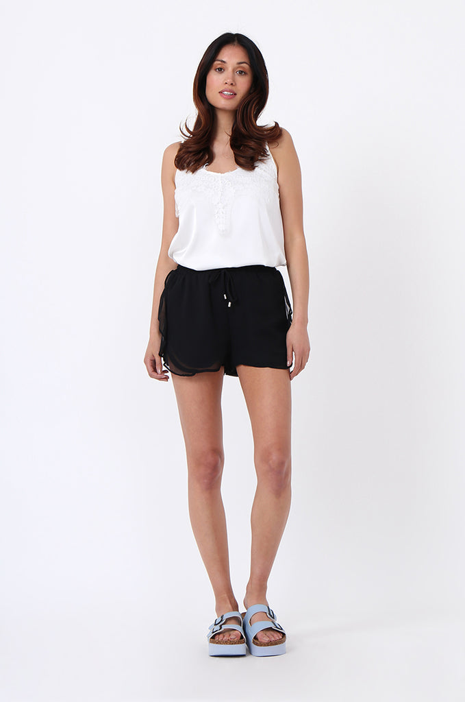 SDF1131-BLACK FRILL DRAWSTRING SHORT view 4